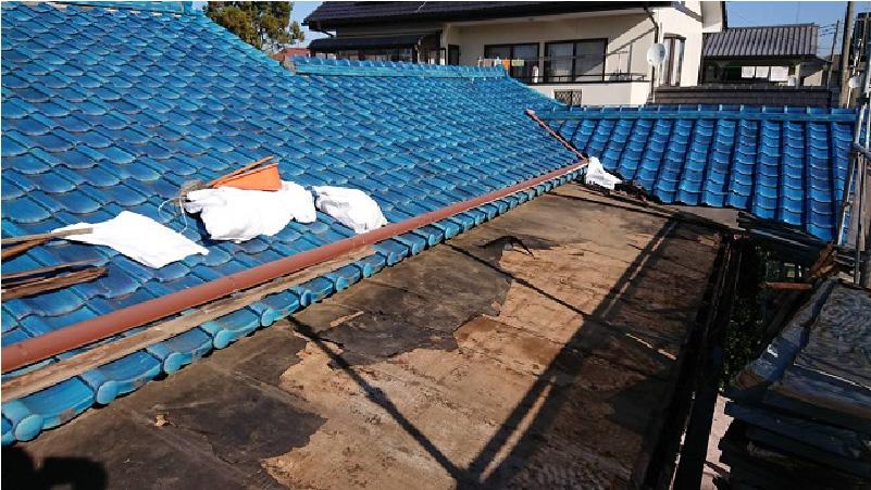 既存屋根材とルーフィングの撤去