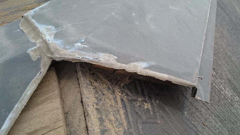 台風で欠落した棟板金の浮き