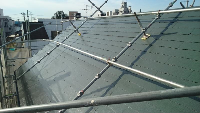 葛飾区の屋根塗装の上塗り後の様子