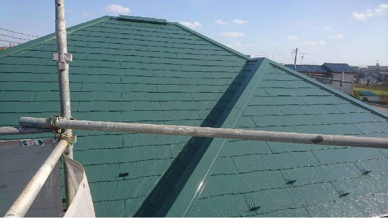スレート屋根の中塗り工程