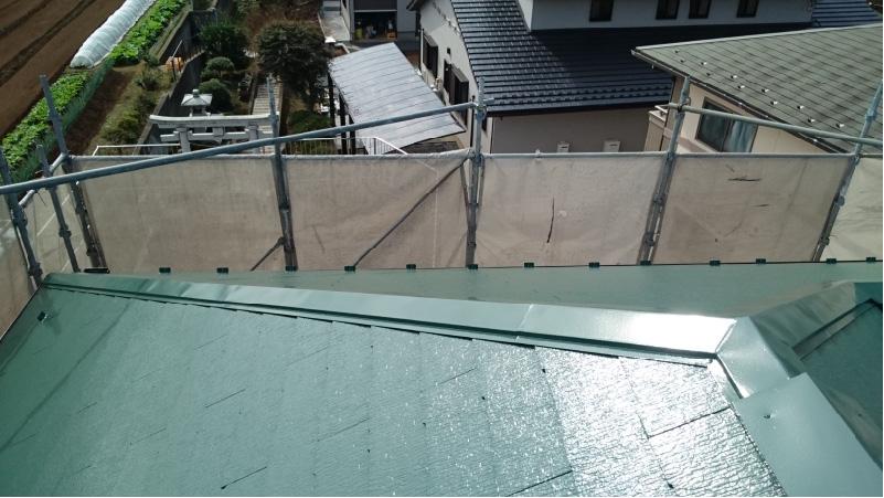 スレート屋根の上塗り工程