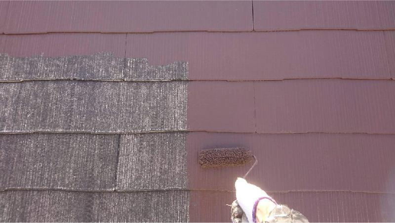 四街道市の屋根塗装工事の中塗り