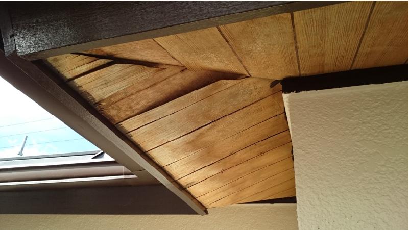 剥がれた軒天井