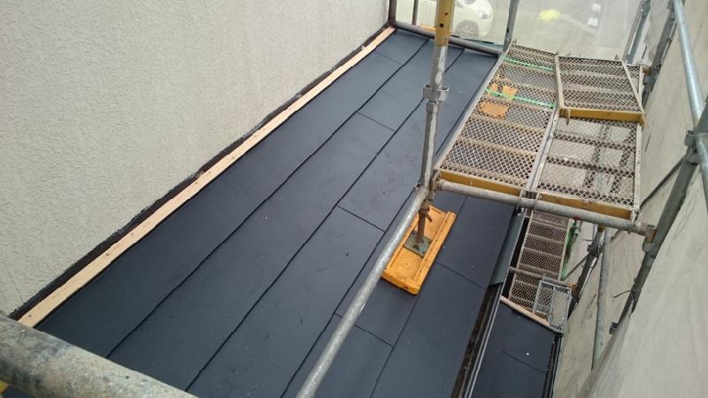 下屋根の屋根本体の設置