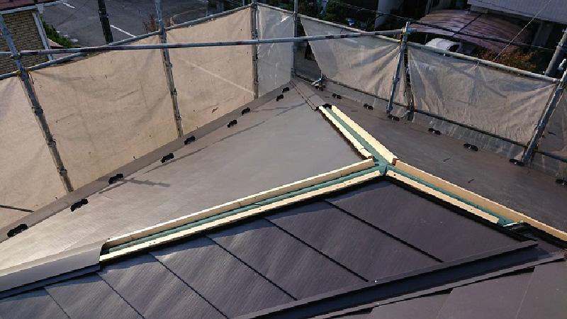 屋根カバー工法の本体設置後の状態