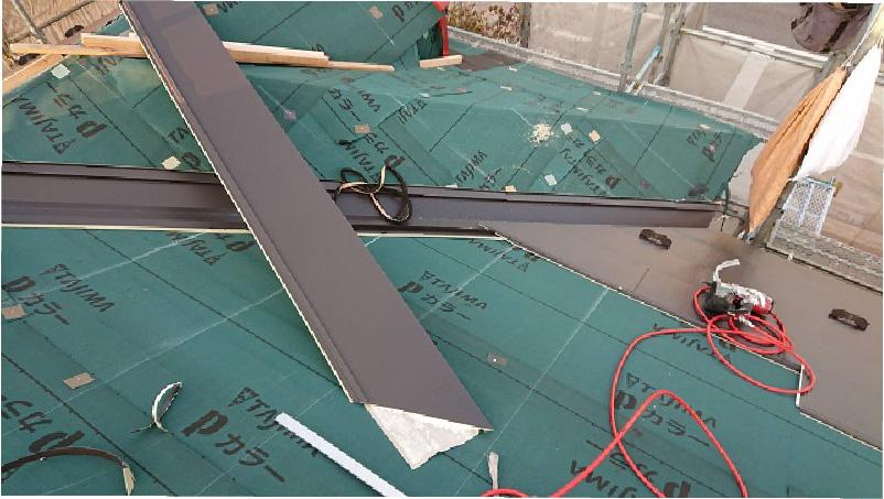 屋根カバー工法の役物設置
