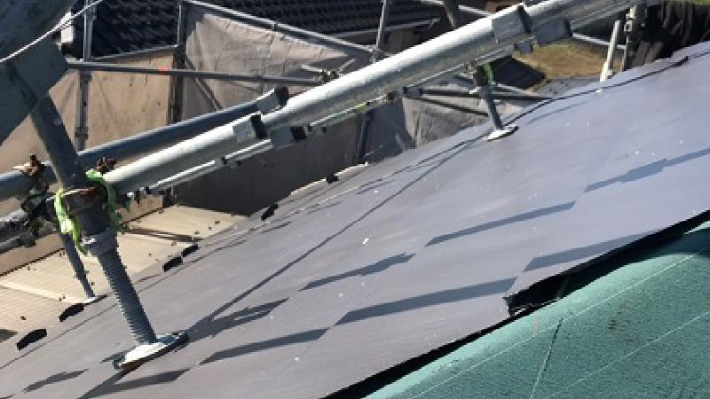 屋根のガルバリウム鋼板の設置