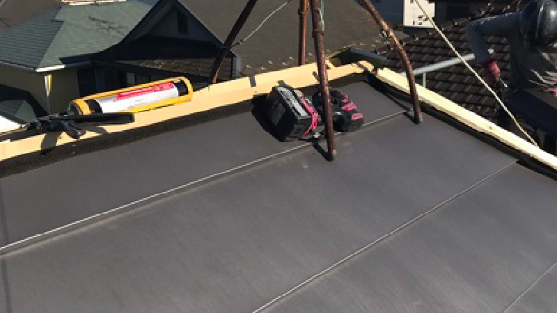 屋根の棟下地の設置