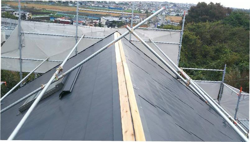 屋根板金の棟下地の設置