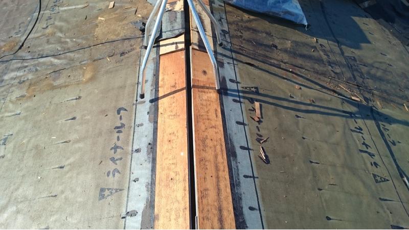 棟板金と屋根材の撤去後