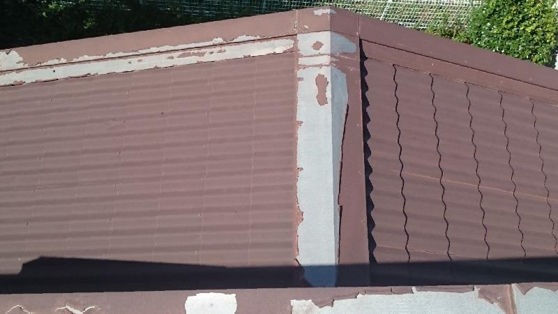 塗装が剥がれた屋根板金
