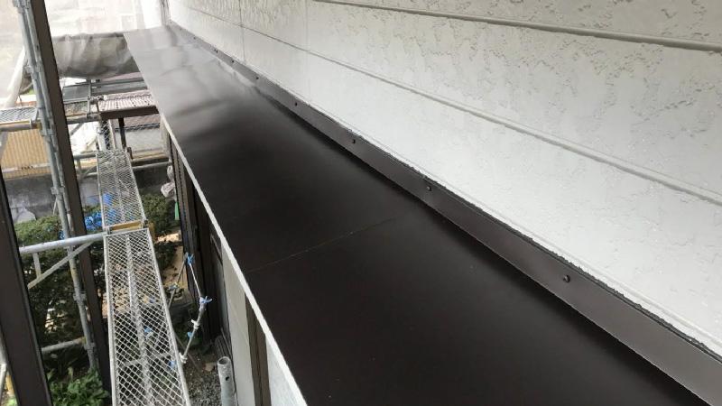 霧避けの屋根板金の設置