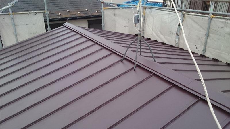 大屋根のガルバリウム鋼板の施工後の様子