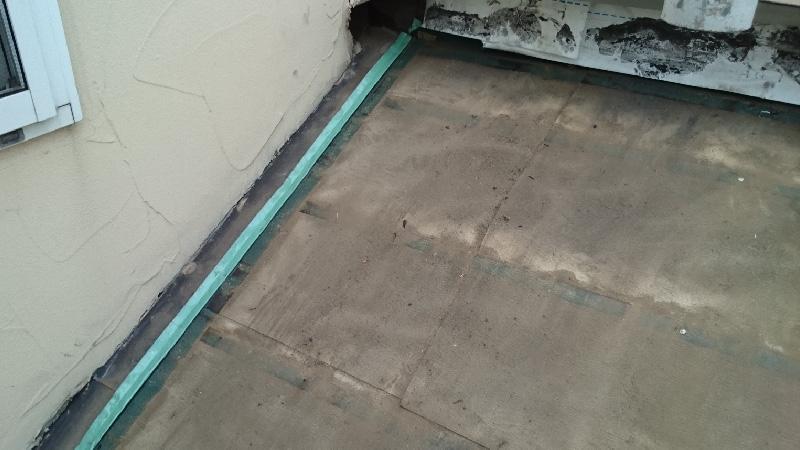 下屋根の瓦おろし後の垂木の撤去