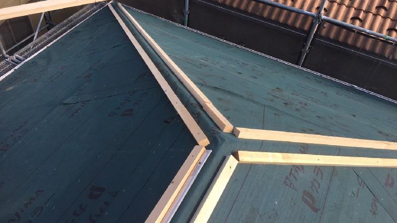 屋根下地の設置