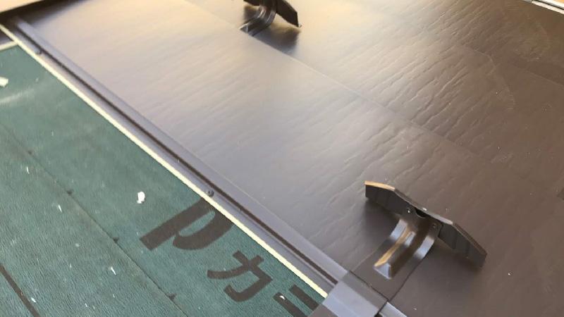 屋根本体(ガルバリウム鋼板)の設置