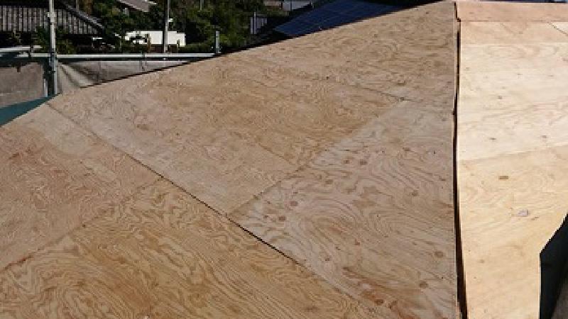 屋根葺き替え工事の野地板(コンパネ)の設置