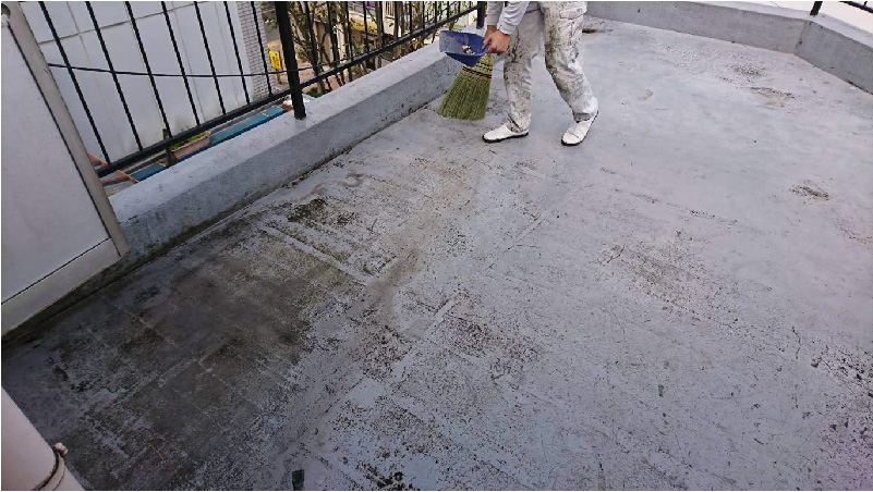 ベランダ防水工事の清掃工程