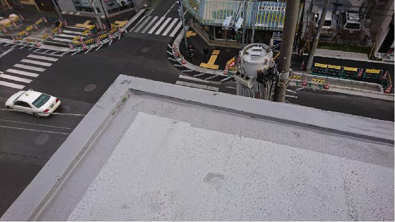 屋上防水工事のプライマー塗布