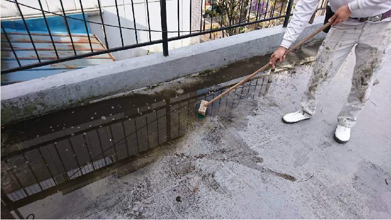 ベランダ防水工事の洗浄工程