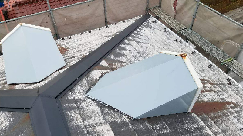 新規屋根板金の設置