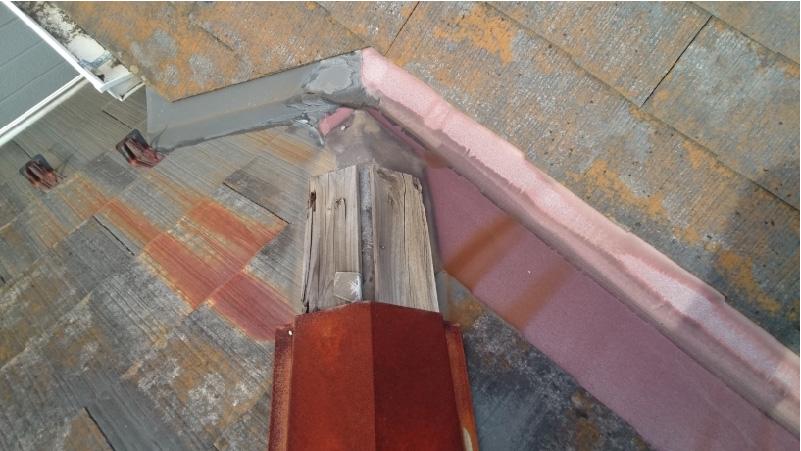 台風で飛散した棟板金と下地板