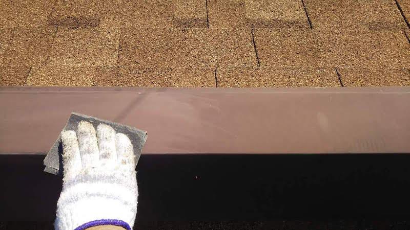 アスファルトシングル屋根の屋根板金のケレン作業