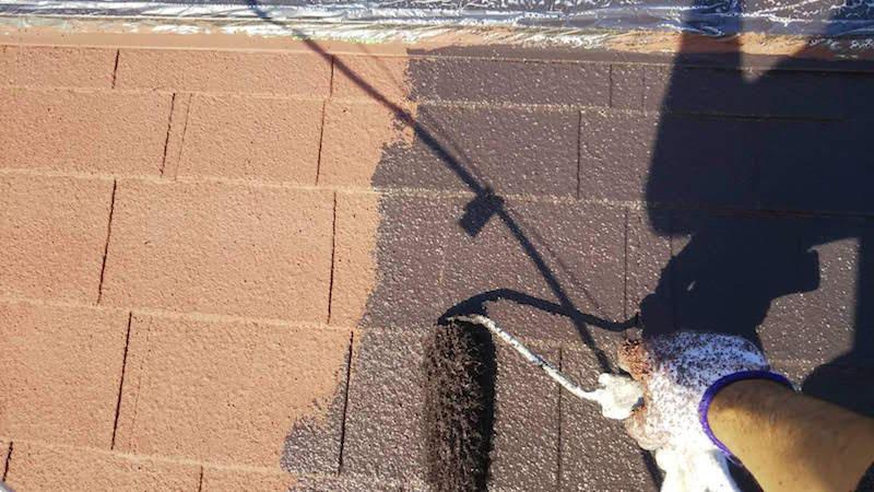 アスファルトシングル屋根の中塗り