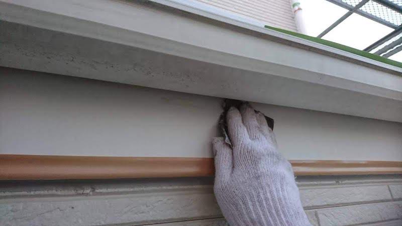 破風板(鼻隠し)のケレン作業
