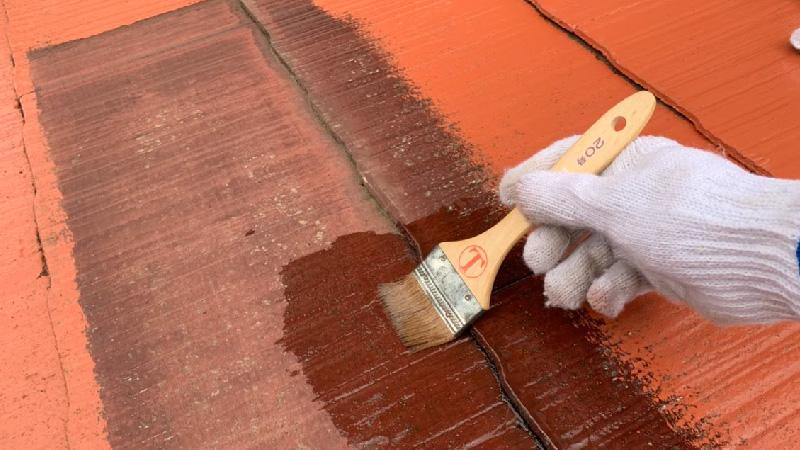 屋根塗装の部分下塗り