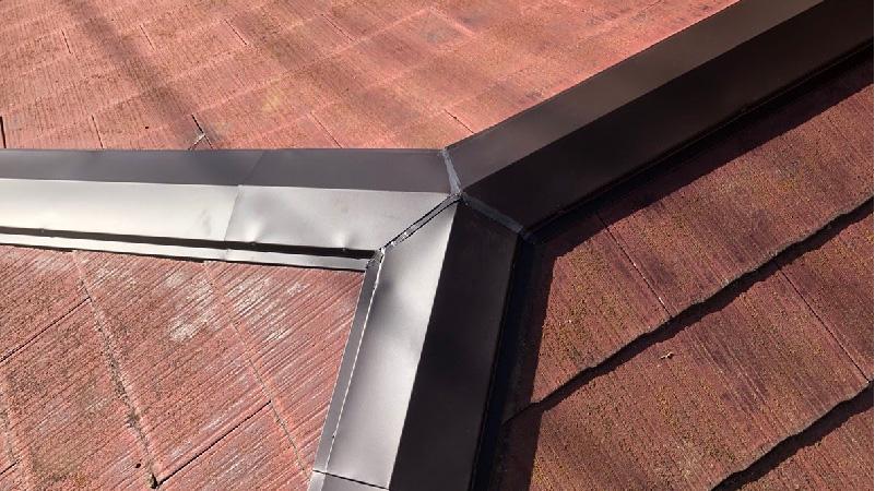屋根板金工事のコーキング