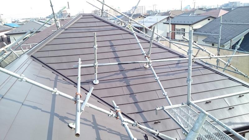 ガルバリウム鋼板屋根の本体の設置