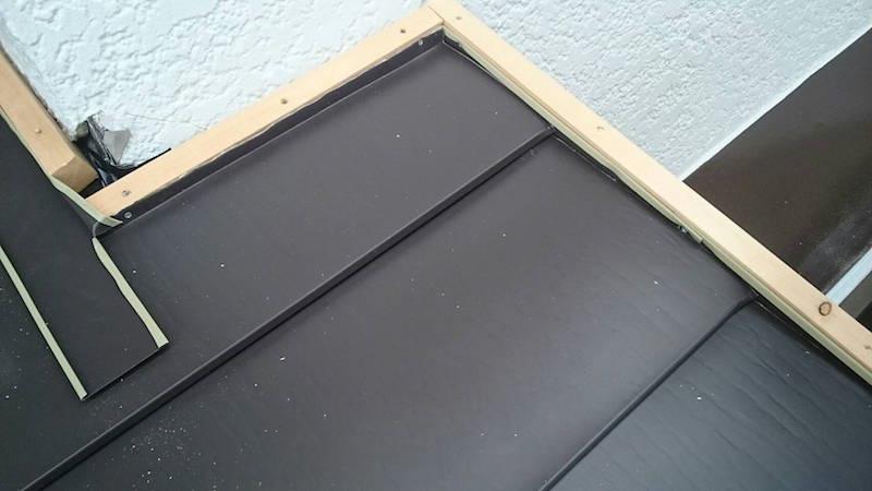 下屋根の役物設置