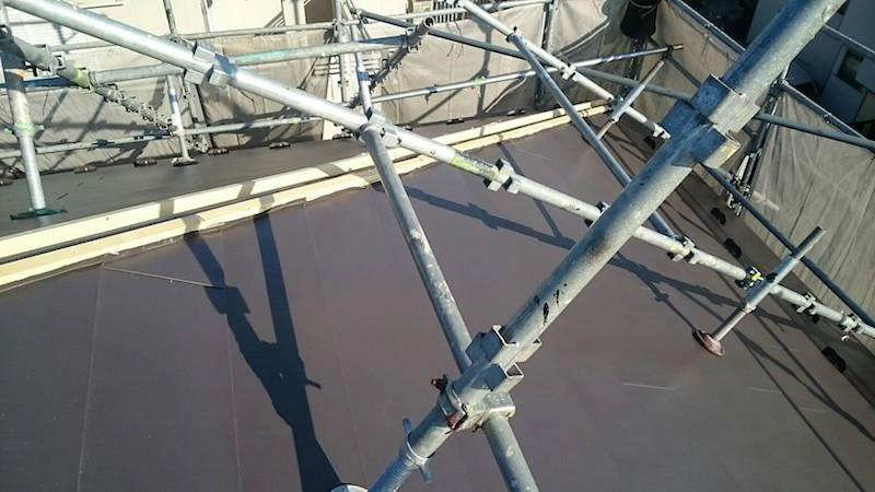 屋根カバー工法の本体の設置