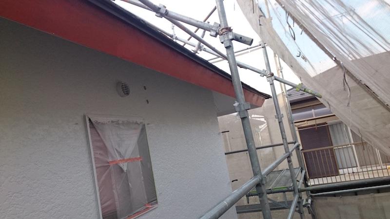 破風板の付帯部塗装に下塗り