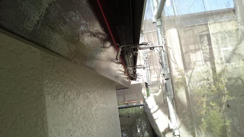 破風板の付帯部塗装の上塗り