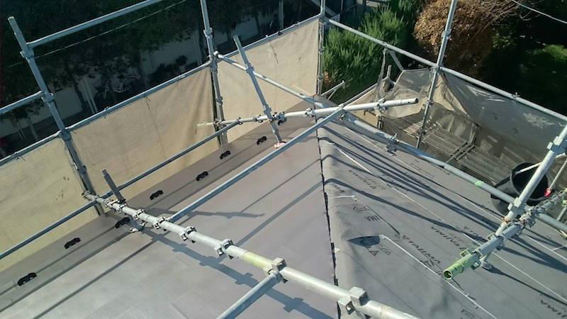 大屋根のガルバリウム鋼板本体の設置