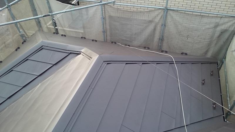 大屋根のカバー工法の施工後の様子