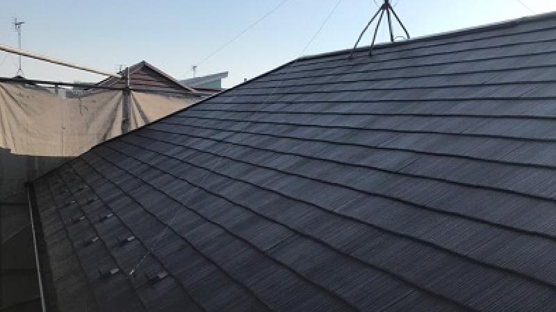 屋根カバー工法の施工前のスレート屋根