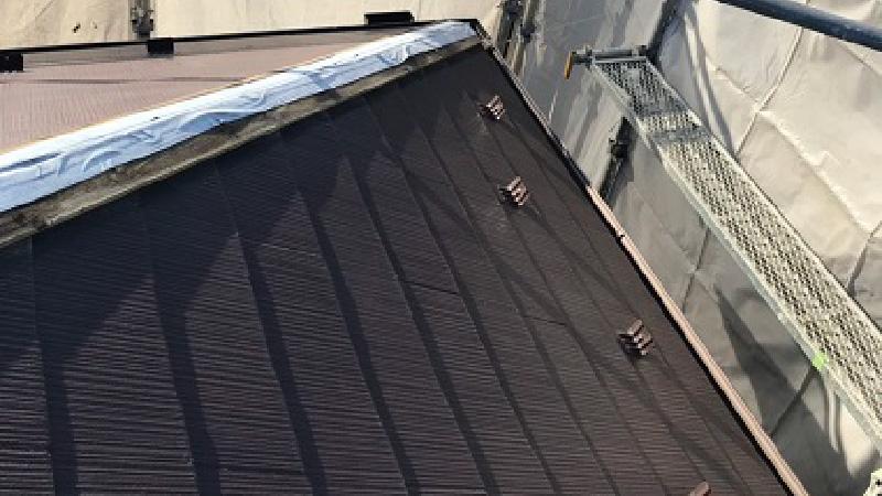 台風で屋根板金が飛散した隅棟