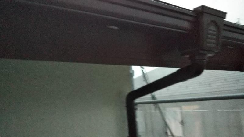 屋根の雨樋の交換工事