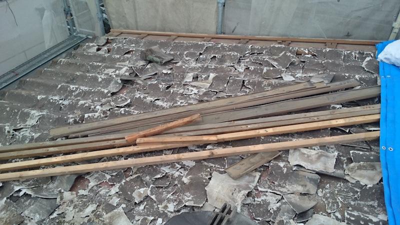 千葉市の屋根葺き替え工事の施工前の瓦おろしの様子