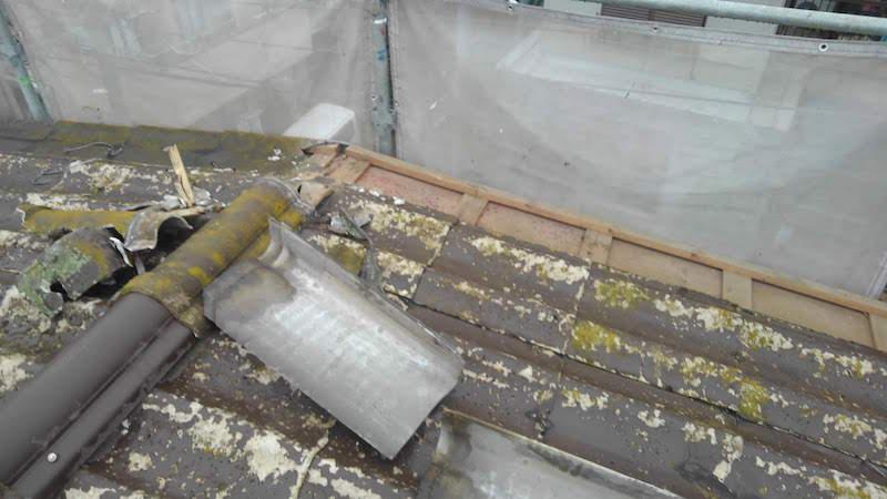 千葉の屋根葺き替え工事の瓦おろし