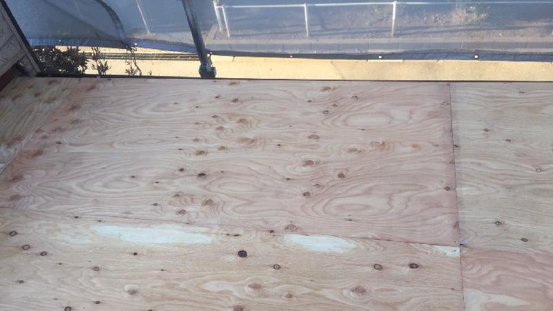 下屋根の野地板の設置