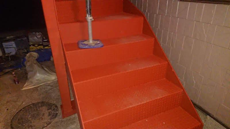 階段の鉄部の塗装
