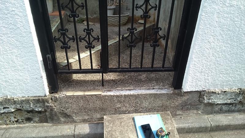 船橋市の門扉の交換工事の施工前の様子