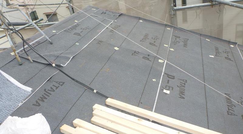 屋根カバー工法のルーフィングの設置