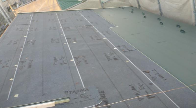 屋根カバー工法の屋根材の設置