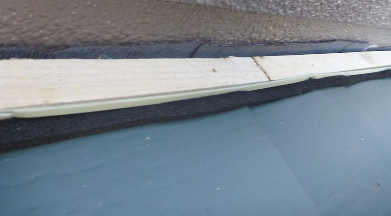 屋根カバー工法の雨押さえの下地の設置