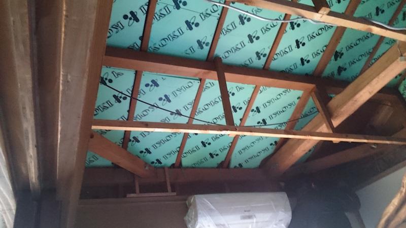 屋根の躯体の防水シートの設置